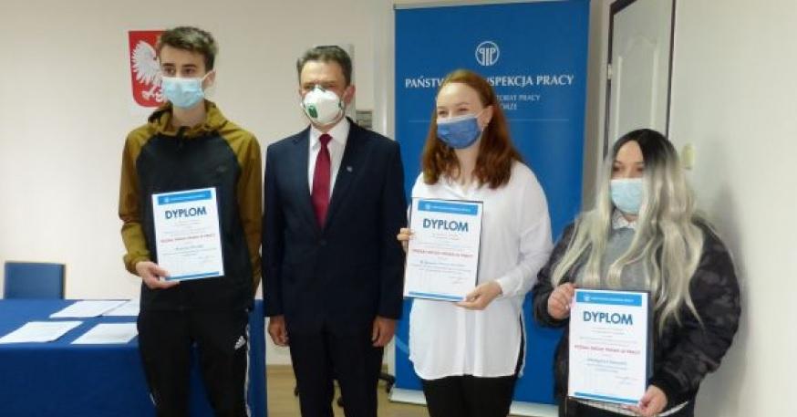 Wspólne zdjęcie OIP z laureatami konkursu